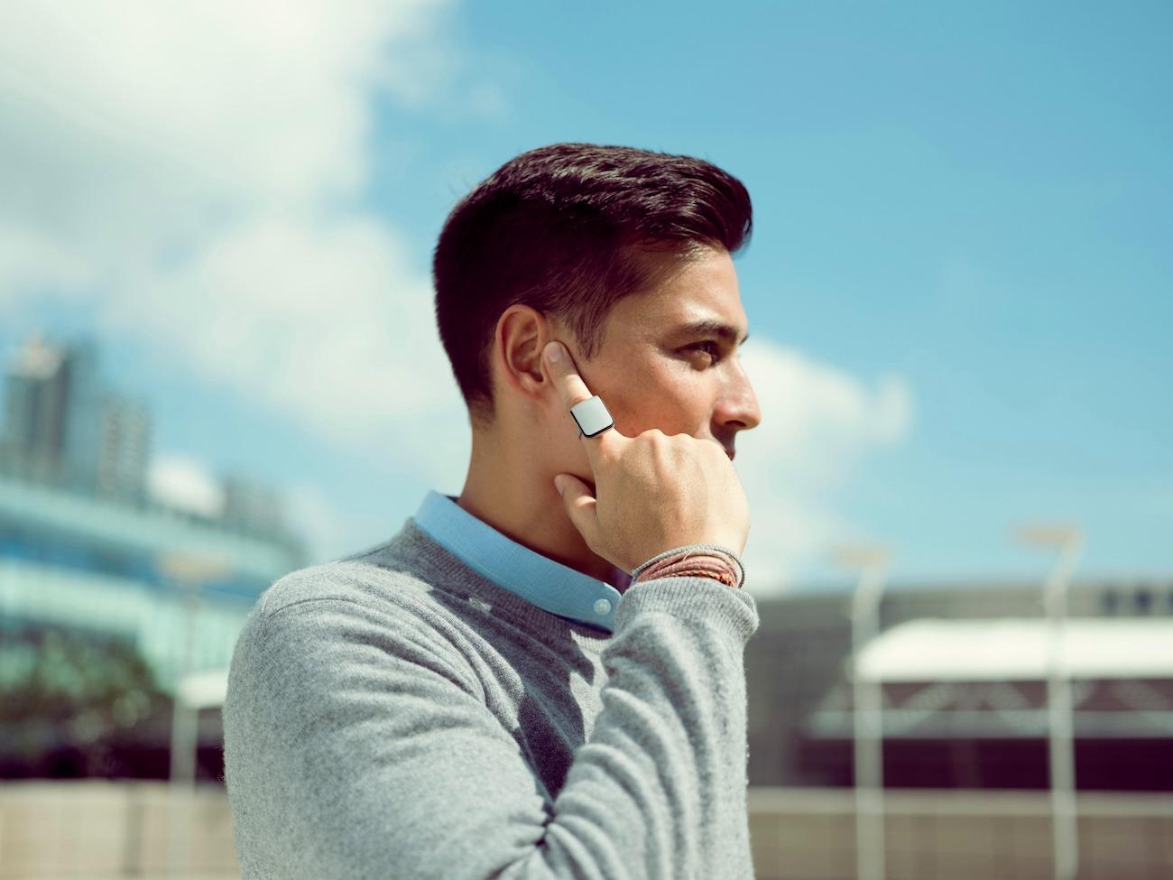Гарнитура для смартфона в виде кольца на палец