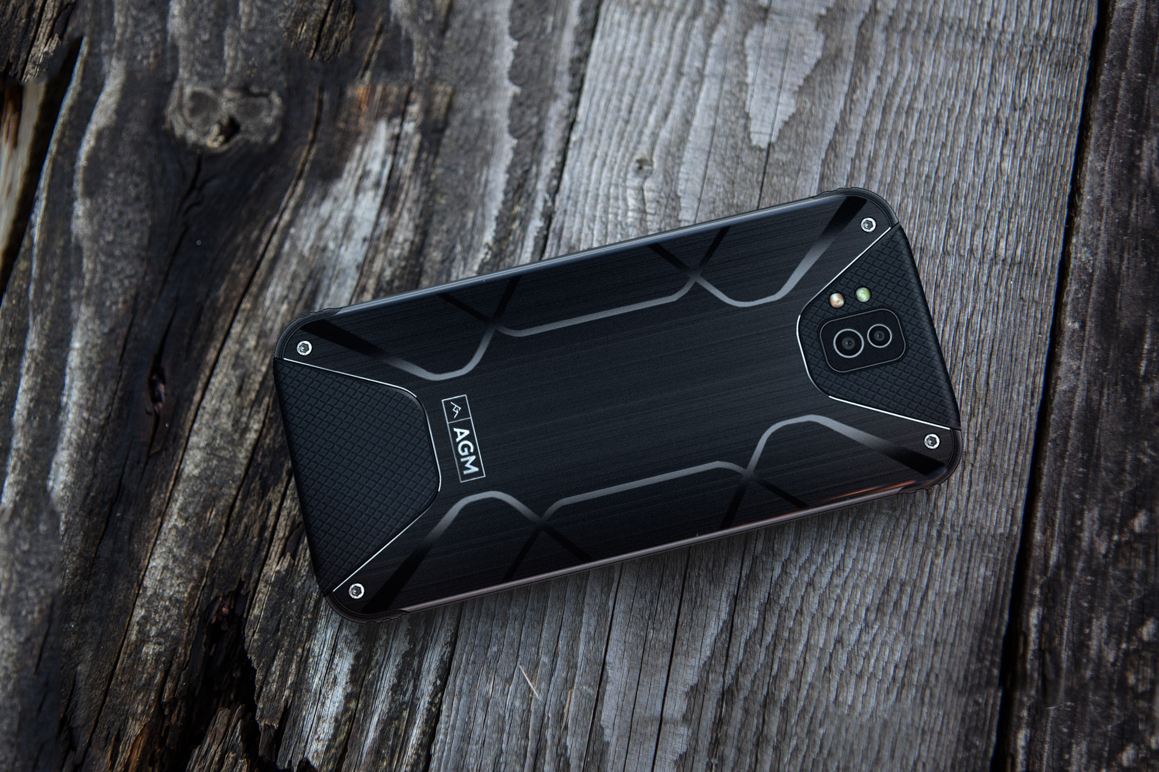 AGM представила смартфон с мощным GPS-модулем